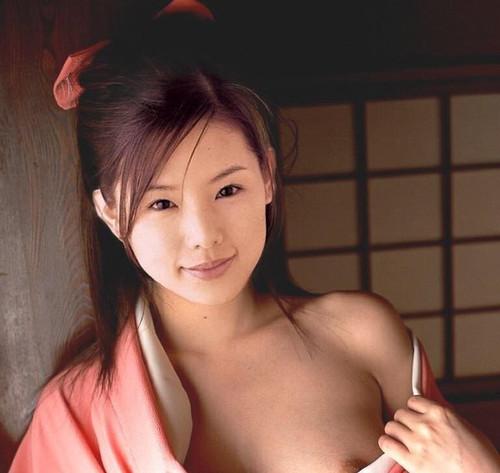 エロ画像 小西真奈美   おっぱい.jpg